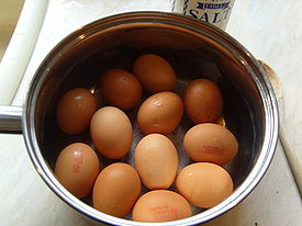 275px-Boiled_eggs_in_saucepan_by_Sarah_McCulloch